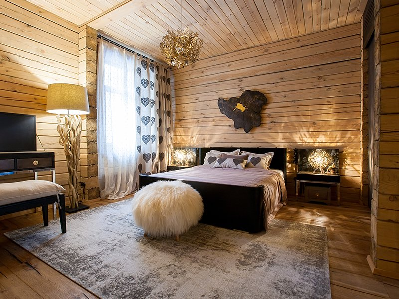 cabin themed hotel room